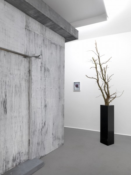 Thomas Zipp 2012 BLACKOUT CHAMBERS, L´ARC DE CERCLE & DISSOCIATIVE AMNESIA Exhibition view Galerie Guido W. Baudach